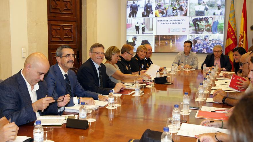 Imagen de la reunión de Puig con los policías locales en el Palau de la Generalitat