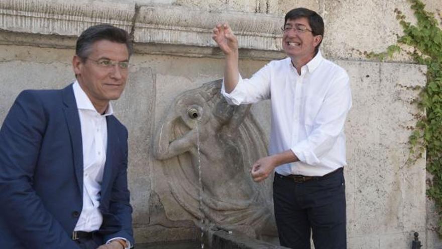 Luis Salvador, alcalde de Granada, y Juan Marín, vicepresidente de la Junta, en una imagen de archivo.