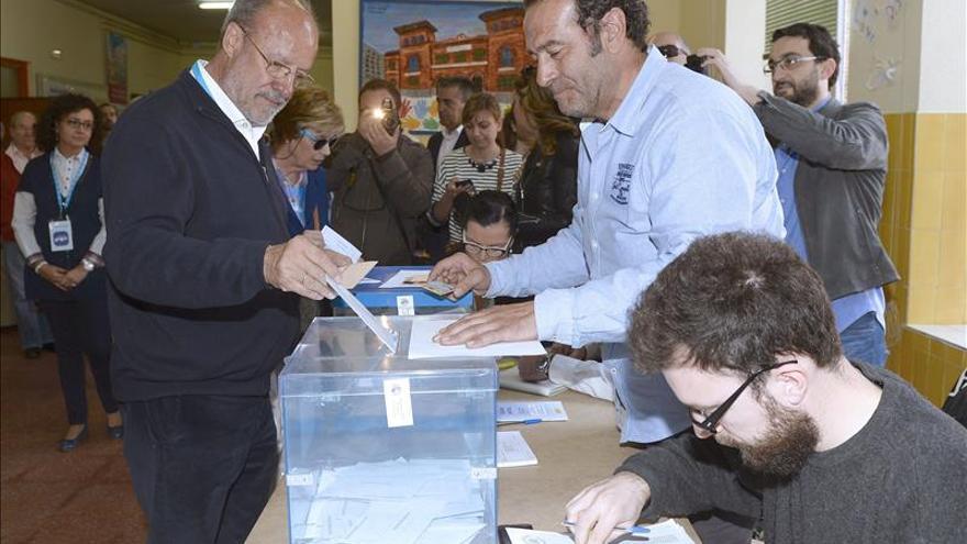"""De la Riva, a la espera de que el resto """"intercambien cromos"""" en Valladolid"""
