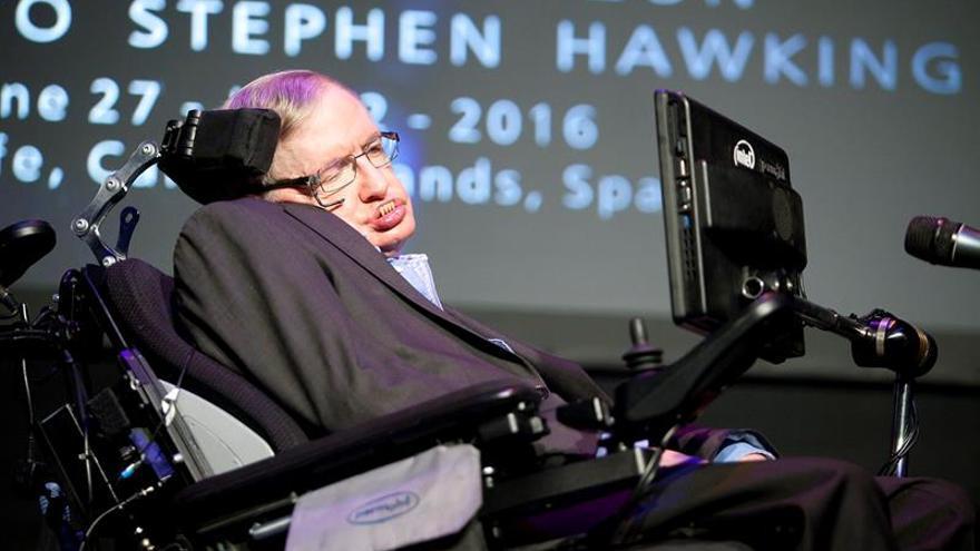Más de dos millones de euros en una subasta de objetos de Hawking
