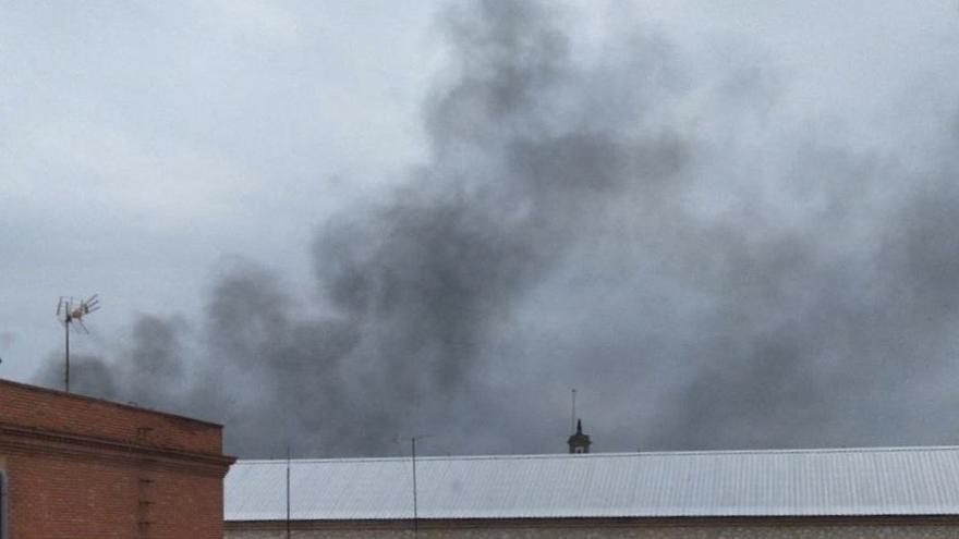 Protesta en la prisión de Ocaña I con quema de contenedores de basura tras el desmayo de un interno