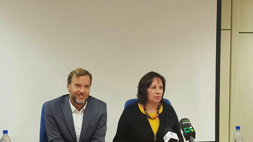 La consejera de Educación y Universidades de Gobierno de Canarias, Soledad Monzón, y el director general de Universidades, Ciro Gutiérrez.