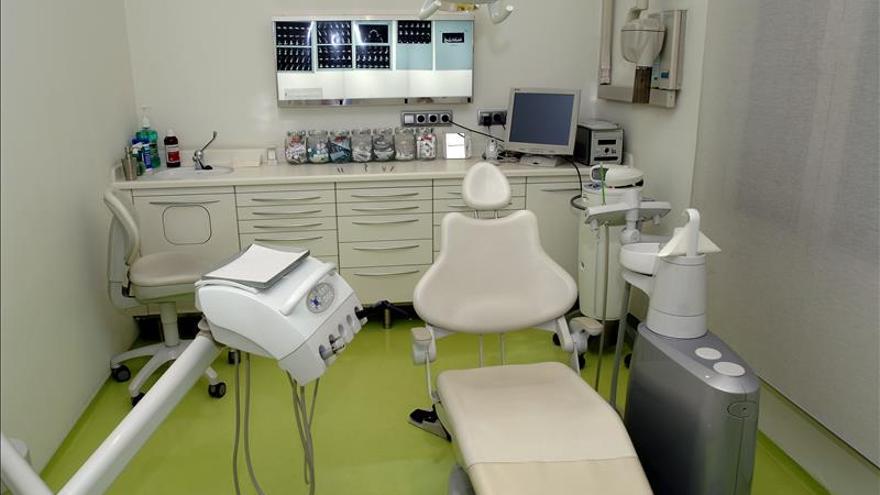 Odontólogos critican que ajenos a la profesión puedan abrir clínicas