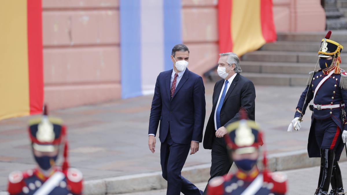 Pedro Sánchez junto al presidente argentino Alberto Fernández en Buenos Aires