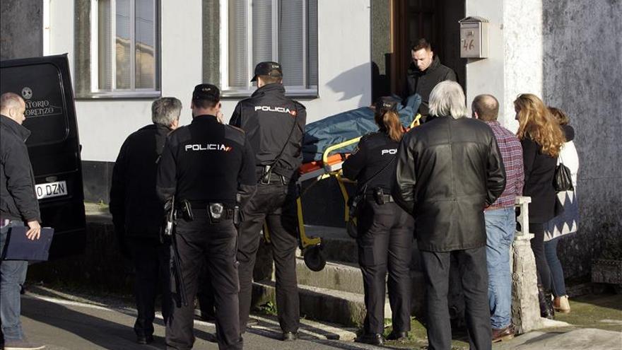 Agentes inician el interrogatorio de los allegados de la mujer hallada muerta en Narón