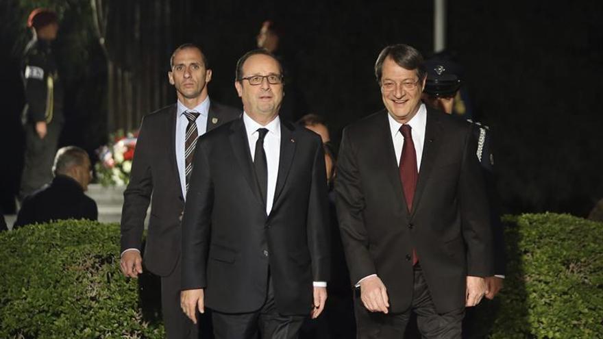 Hollande expresa su apoyo a las negociaciones de reunificación de Chipre