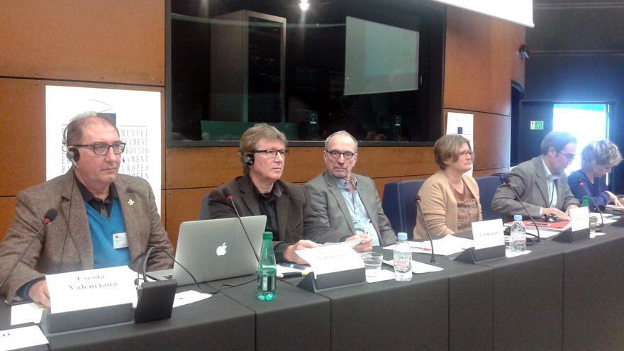 Los representantes de Escola Valenciana Jaume Fullana y Emili Gascó durante su comparecencia en Estrasburgo