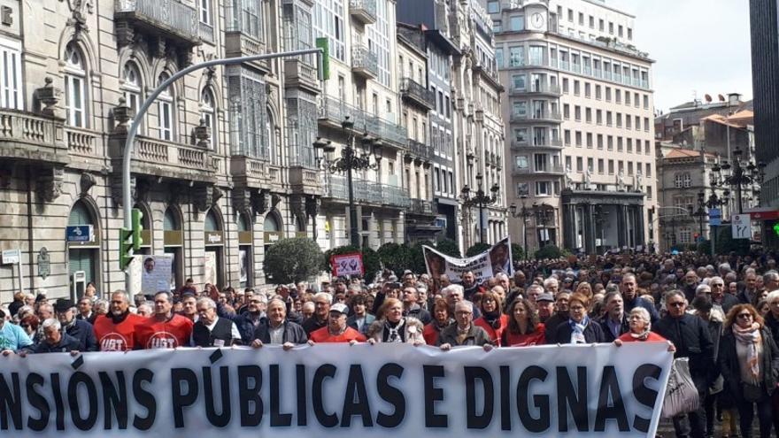 Cabecera de la manifestación por las pensiones en Vigo