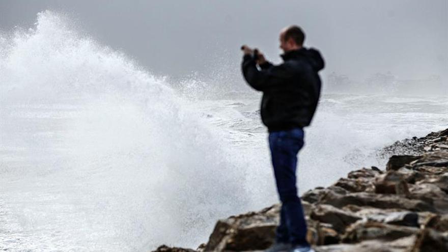 Realojan en Orihuela (Alicante) a seis personas con movilidad reducida por la lluvia