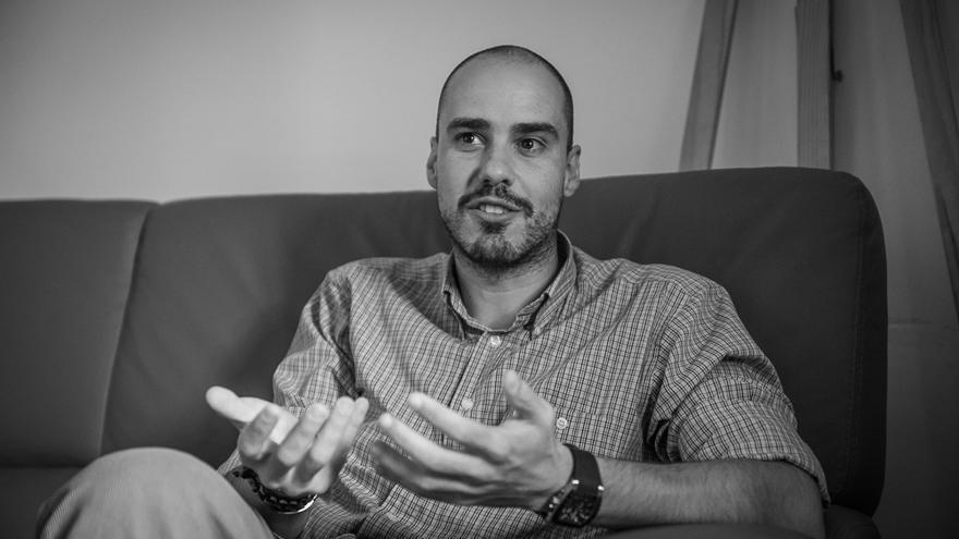 Antonio Pampliega publica su libro 'En la Oscuridad'.