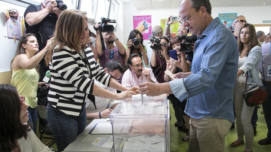 Monago, votando el 24 - M