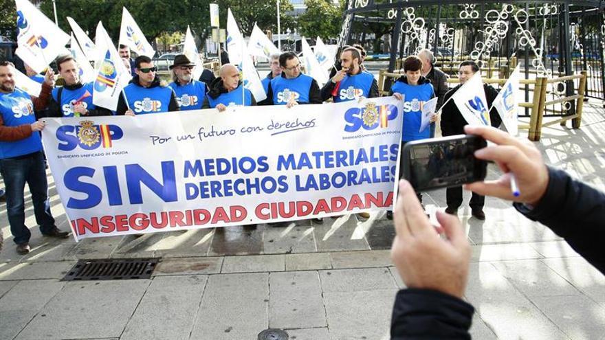 Los policías se concentran en toda España para urgir la revisión de la jornada