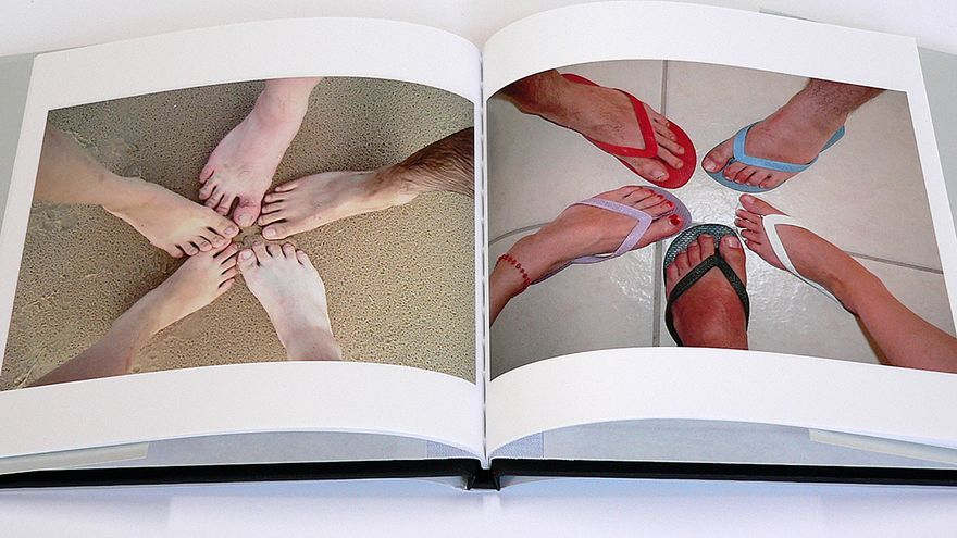 Uno de los libros que componen 'Other People's Photographs', de Joachim Schmid.