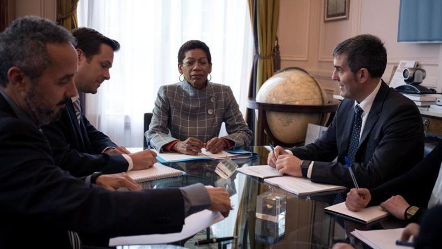 Clavijo constata en París que Francia comparte su postura sobre las RUP