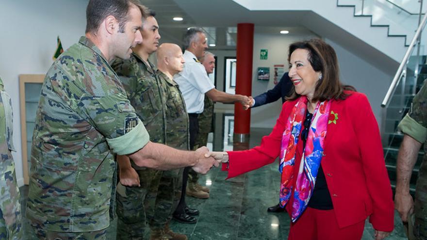 La ministra de Defensa Margarita Robles visita el MOPS