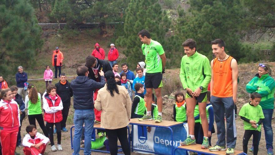 En la imagen, un momento del acto de entrega de trofeos a cargo del consejero insular de Deportes.