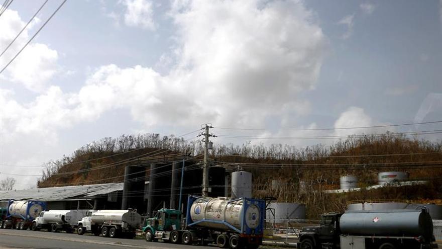 Puerto Rico sin electricidad y escasez de combustible una semana después de María
