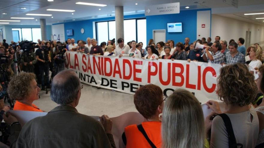 Personal sanitaria protesta en el Hospital Álvaro Cunqueiro