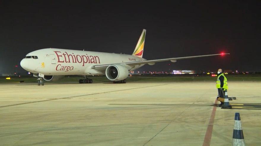 El Boeing 777 de la compañía Ethiopian Cargo que lleva a bordo 76 toneladas de equipamiento médico procedente de China.