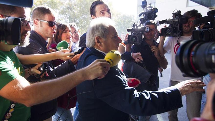 Rus defiende la inocencia de Barberá y del diputado socialista Rafael Rubio