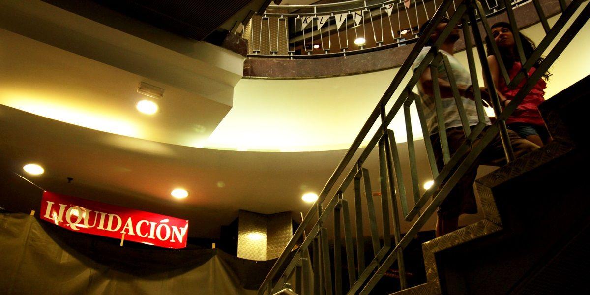 Un tramo de las características escaleras del Mercado de Fuencarral | RAQUEL ANGULO