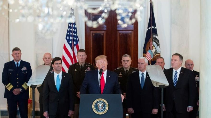 US President Donald J. Trump (C).
