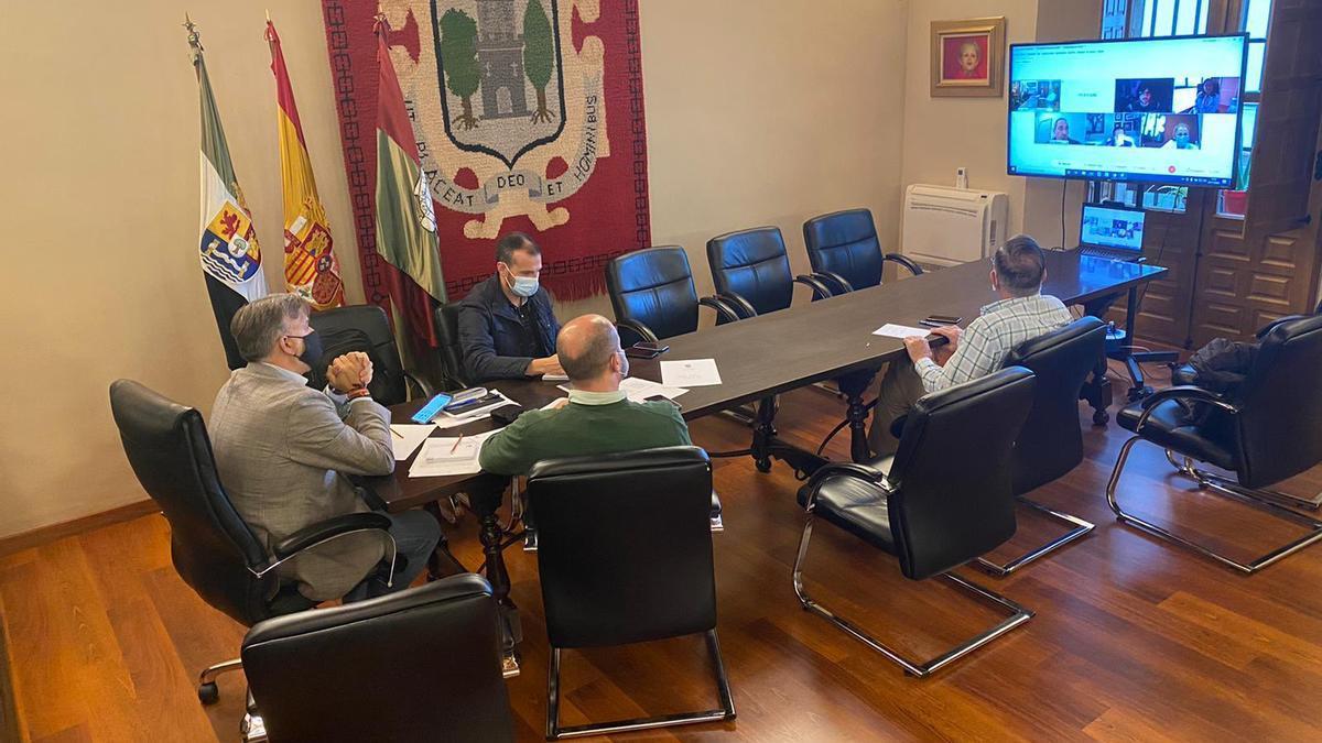 Reunión del comité de expertos con el alcalde de Plasencia