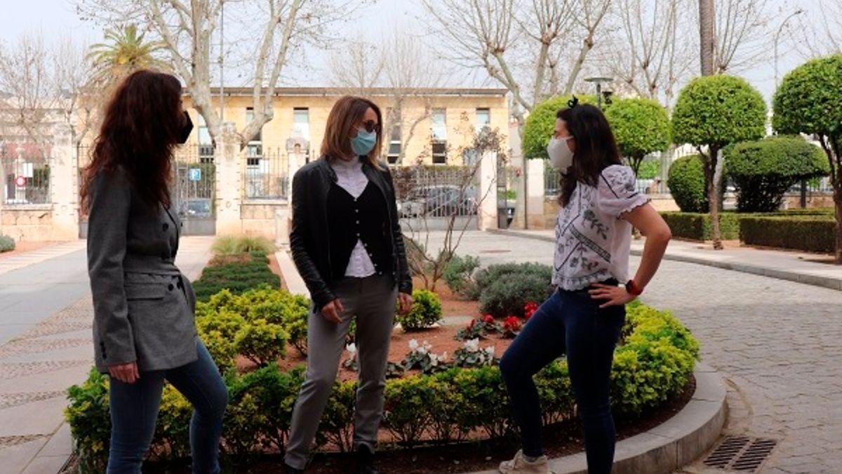 María Dolores Redel (izda.) Sara Pinzi (centro) y Pilar Aparicio, investigadoras de la UCO del proyecto internacional Vrailexia.