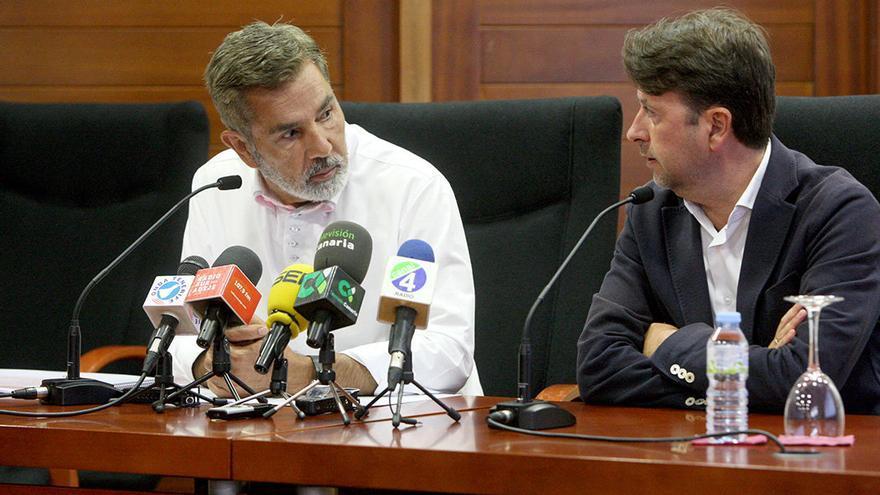 José Miguel Rodríguez Fraga, alcalde de Adeje y presidente de la AMTC, junto a Carlos Alonso, en una imagen de archivo