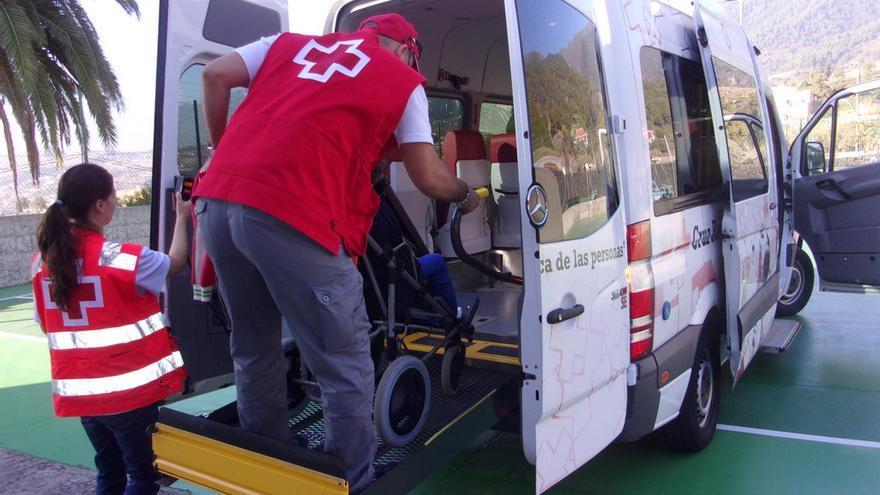Cruz Roja asiste al alumnado de El Dorador.