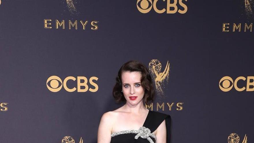 Las estrellas iluminan la alfombra roja de los Emmy con coloridas propuestas