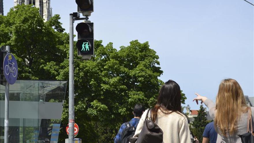 Con motivo de Eurovisión, Viena lleva la tolerancia sexual a los semáforos