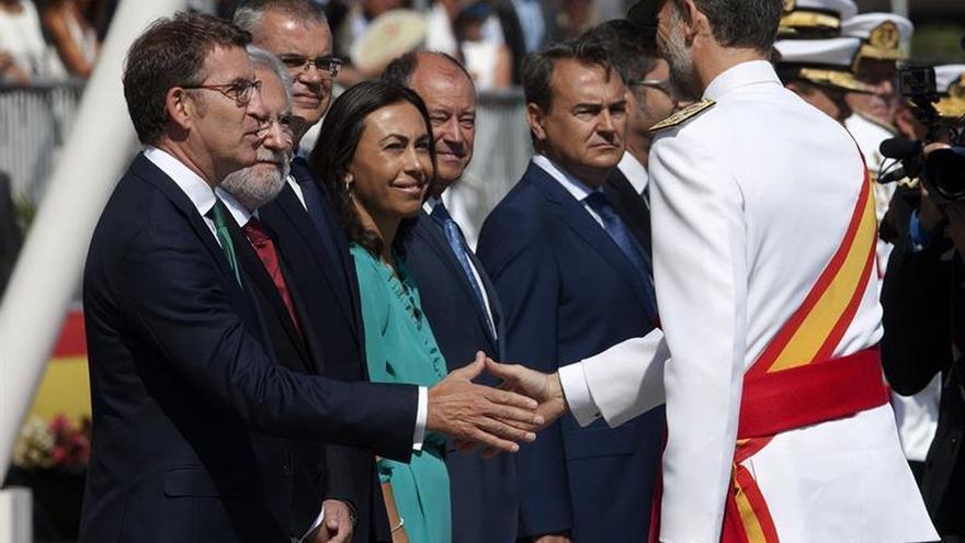 Felipe VI preside la entrega de despachos en Marín y visita el buque Elcano