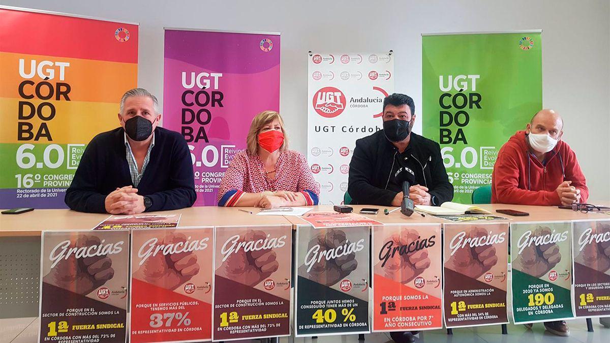 Carmen Jurado y Vicente Palomares (centro), presentan los resultados de las elecciones sindicales.
