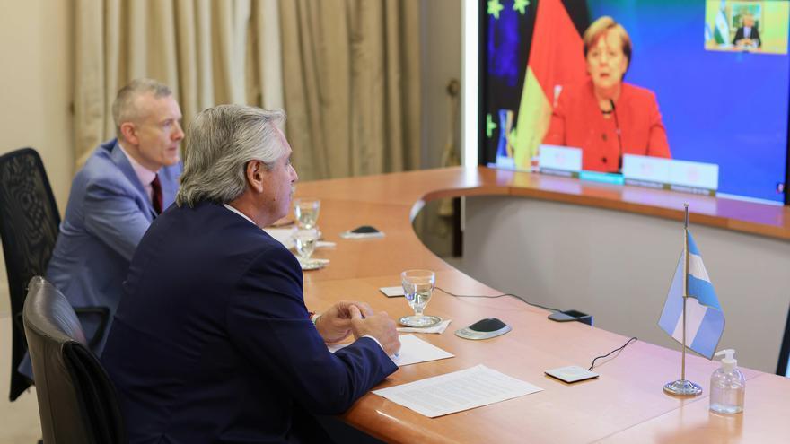 Fernández dialoga con Merkel sobre la negociación de Argentina con el FMI