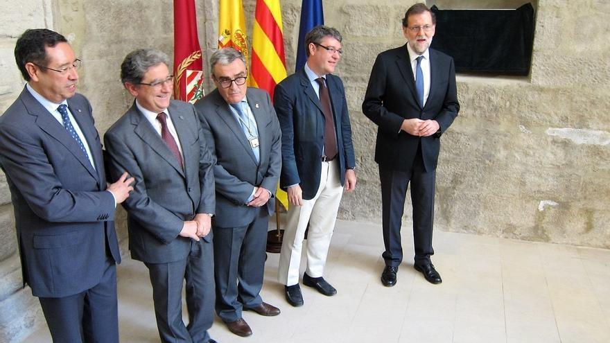 Dos senadores de ERC entregan a Rajoy el documental 'Las cloacas de Interior' en su visita a Lleida