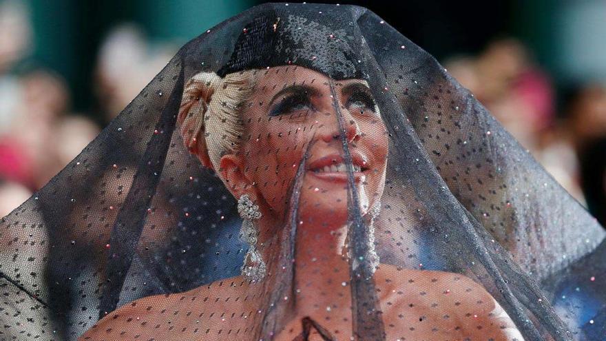 La actriz y cantante Lady Gaga, en la alfombra roja de 'A star is born' en Toronto