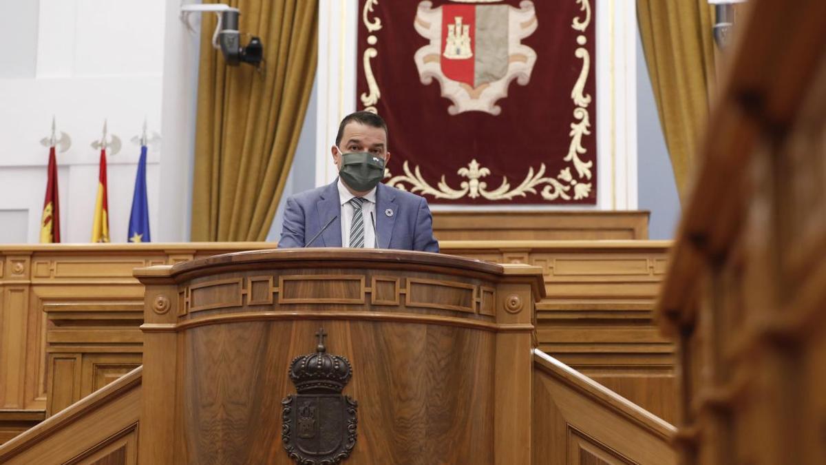 Martínez Arroyo en la tribuna de las Cortes