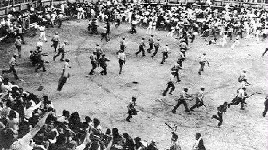 Represión en la plaza de toros de Pamplona en los Sanfermines de 1978.