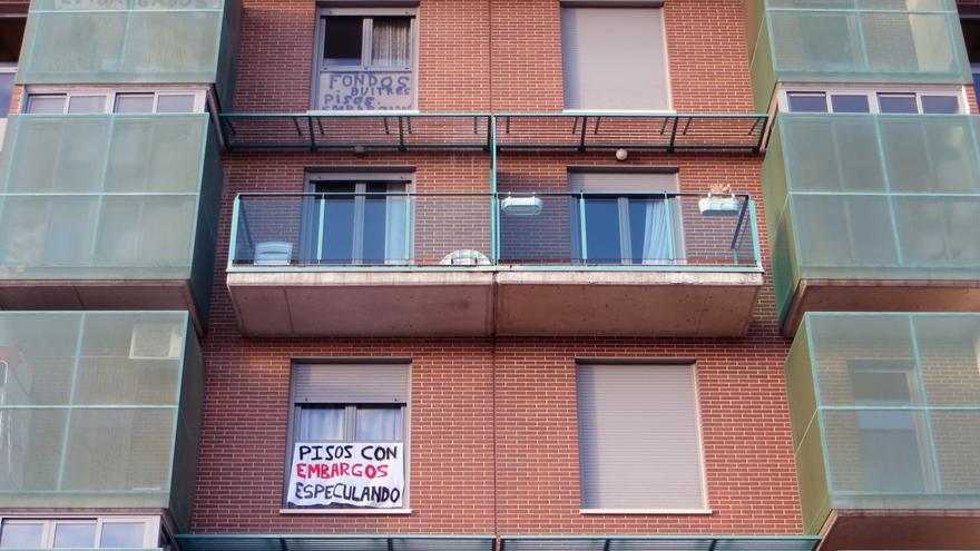 Fachada del bloque de edificios en manos de Orión Inverstors, en el barrio Los Molinos de Getafe (Madrid)