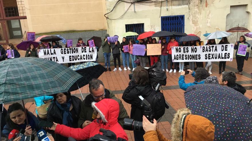 Concentración ante la Delegación de Educación de Segovia.