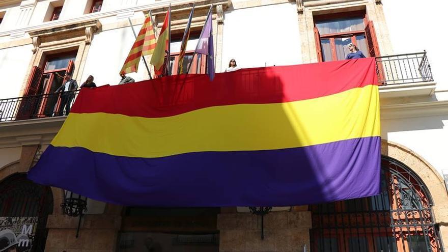 EUPV ha desplegado la bandera republicana en el Ayuntamiento de Sagunt