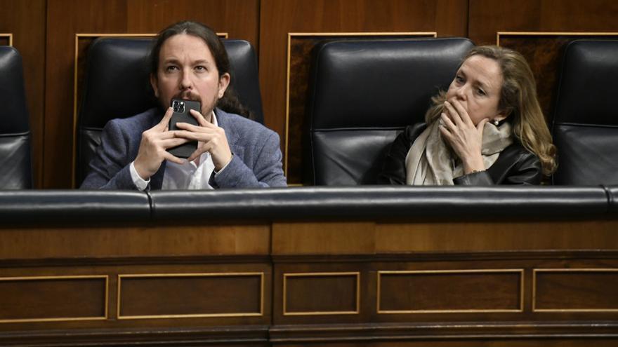Pablo Iglesias y Nadia Calviño en el banco azul del Gobierno en el Congreso.