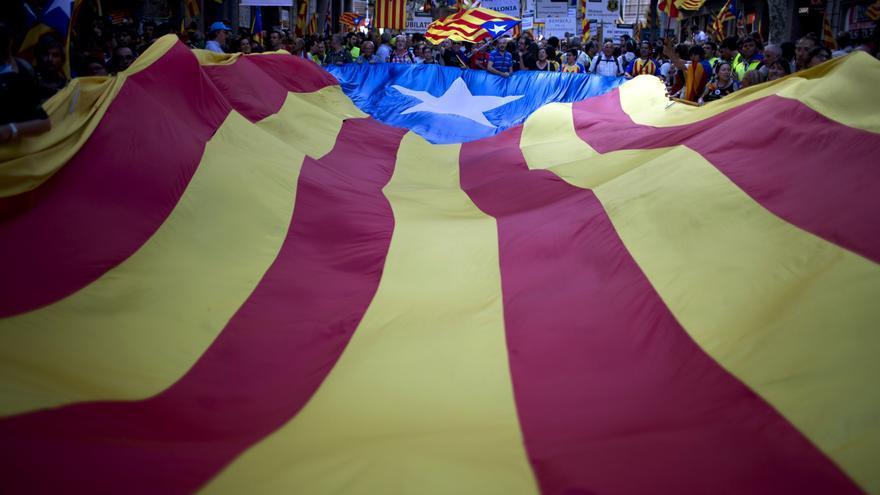 Enorme senyera estelada en la manifestación de la Diada 2012, en Barcelona. AP / GTRESONLINE