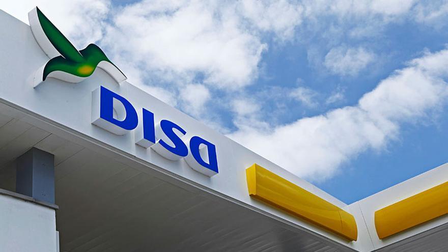 Imagen de marca del grupo DISA, en una estación de servicio
