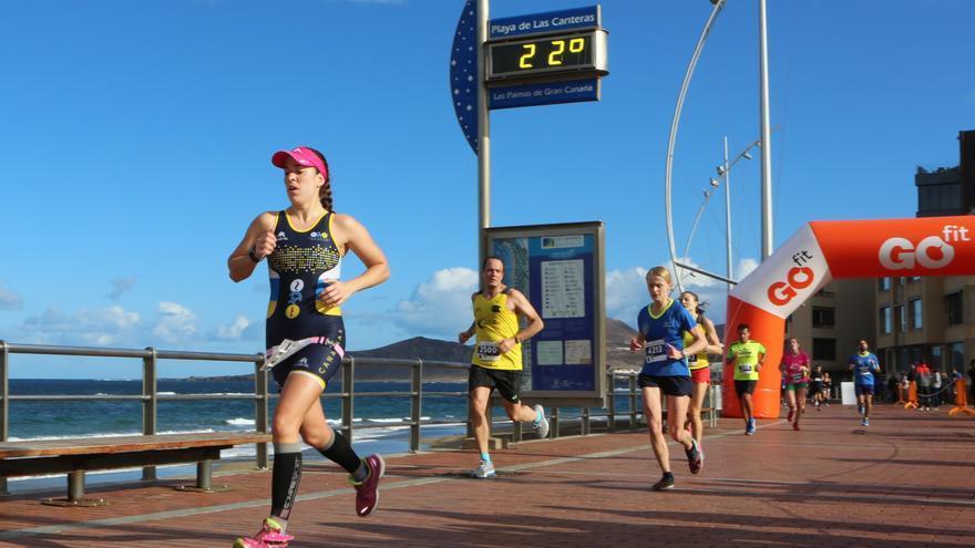 Imagen de la Gran Canaria Maratón 2017 en el paseo de la Playa de Las Canteras.