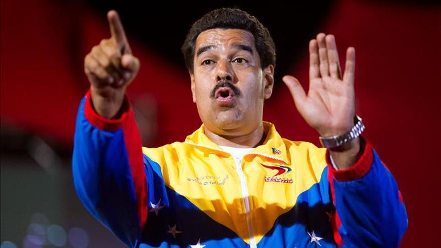 En víspera de elección, Maduro prorroga inamovilidad laboral por otro año