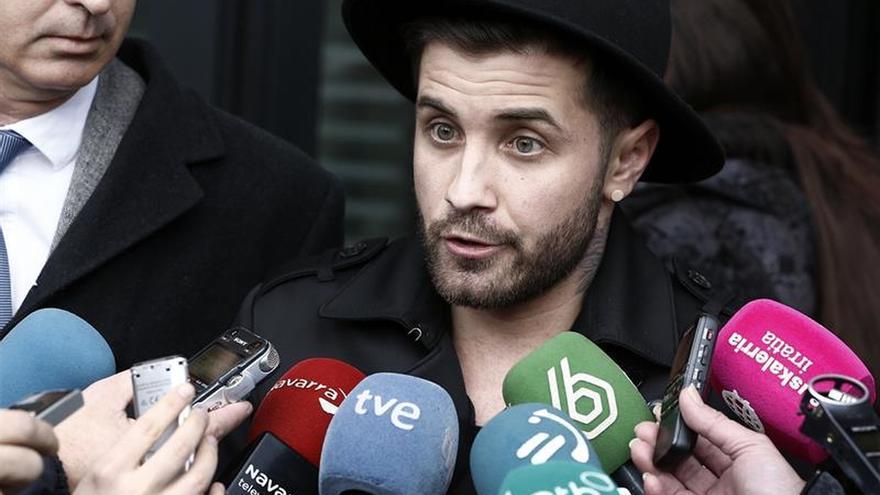 Archivado el caso contra el artista Abel Azcona por usar hostias en una obra