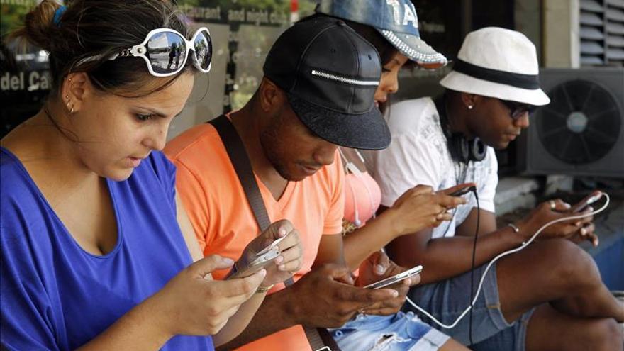 Cuba y China firman un acuerdo para comercializar teléfonos móviles inteligentes