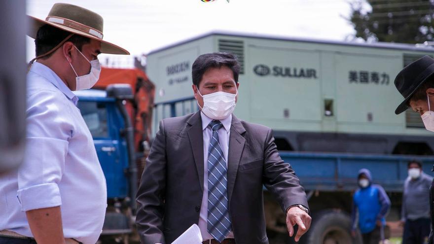 """Bolivia denuncia presiones de """"oligarcas"""" para vacunarse fuera de turno"""